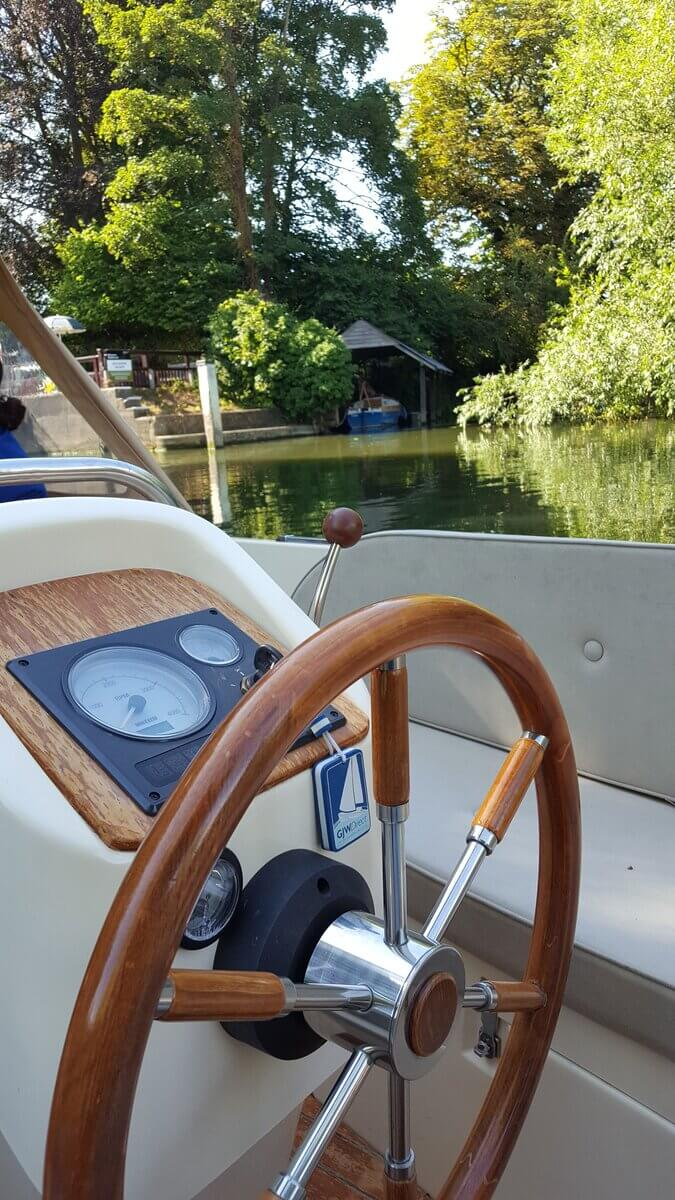 The helm of 6-seater boat for hire in Henley-on-Thames