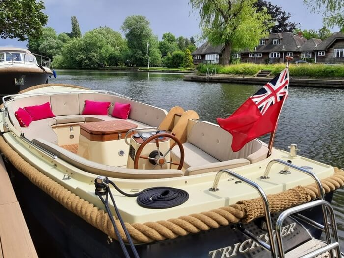 6-seater boat for hire in Henley-on-Thames